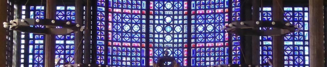 Panorama des vitraux de la nef